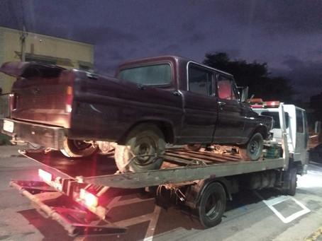 Policiais Militares prendem procurado pela Justiça e recuperam quatro veículos furtados