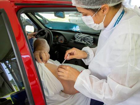 Carapicuíba antecipa vacinação contra a covid-19 dos idosos com 61 anos