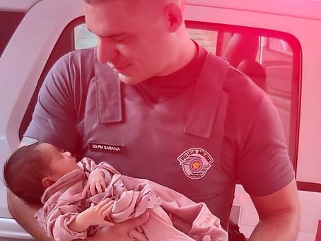 Carapicuíba: Policiais Militares salvam bebê engasgada