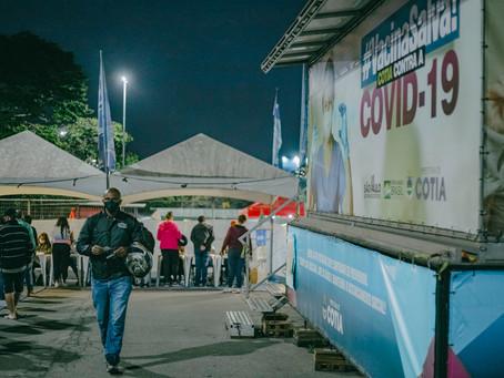 """""""Corujão"""": Primeira noite de vacinação contra a Covid19 tem mais de 2 mil pessoas vacinadas"""