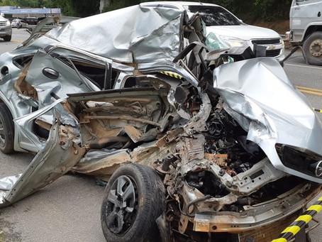 Raposo Tavares: Acidente entre carro e caminhão mata motorista de 30 anos