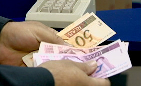 Com medida provisória, salário mínimo passa a valer R$ 1.100