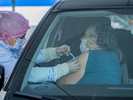 Quinta-feira (30) tem drive-thru de vacinação contra a gripe em Cotia, Caucaia e na Granja