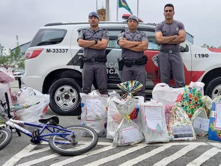 Policiais Militares do 33° BPM/M realizam sonhos de crianças em abrigos de Carapicuíba
