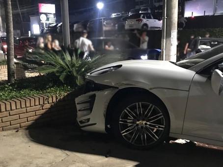 Motorista de Porsche em alta velocidade causa acidente no centrinho da Granja