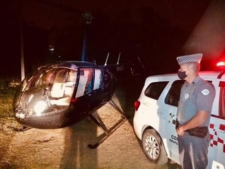 Ibiúna: Polícia Militar apreende helicóptero e mais de 200 tijolos de cocaína
