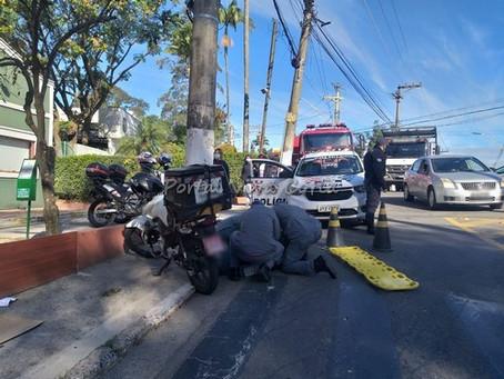 Após acidente na rotatória, trânsito fica travado na Avenida São Camilo