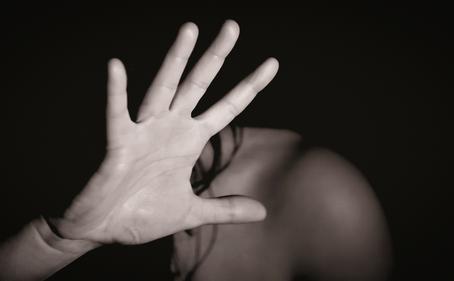 Jandira: Violência contra a mulher conta com serviço Mão Amiga, que atua no acolhimento das vítimas