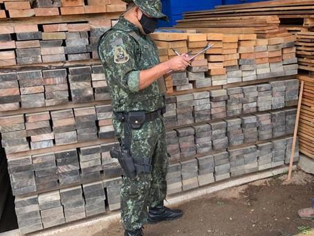Polícia Ambiental fiscaliza madeireiras na região