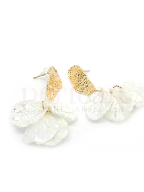 Beyaz Damla Yapraklı Kadın Küpe