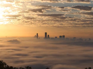 Fabulous time lapse footage of fog over Brisbane