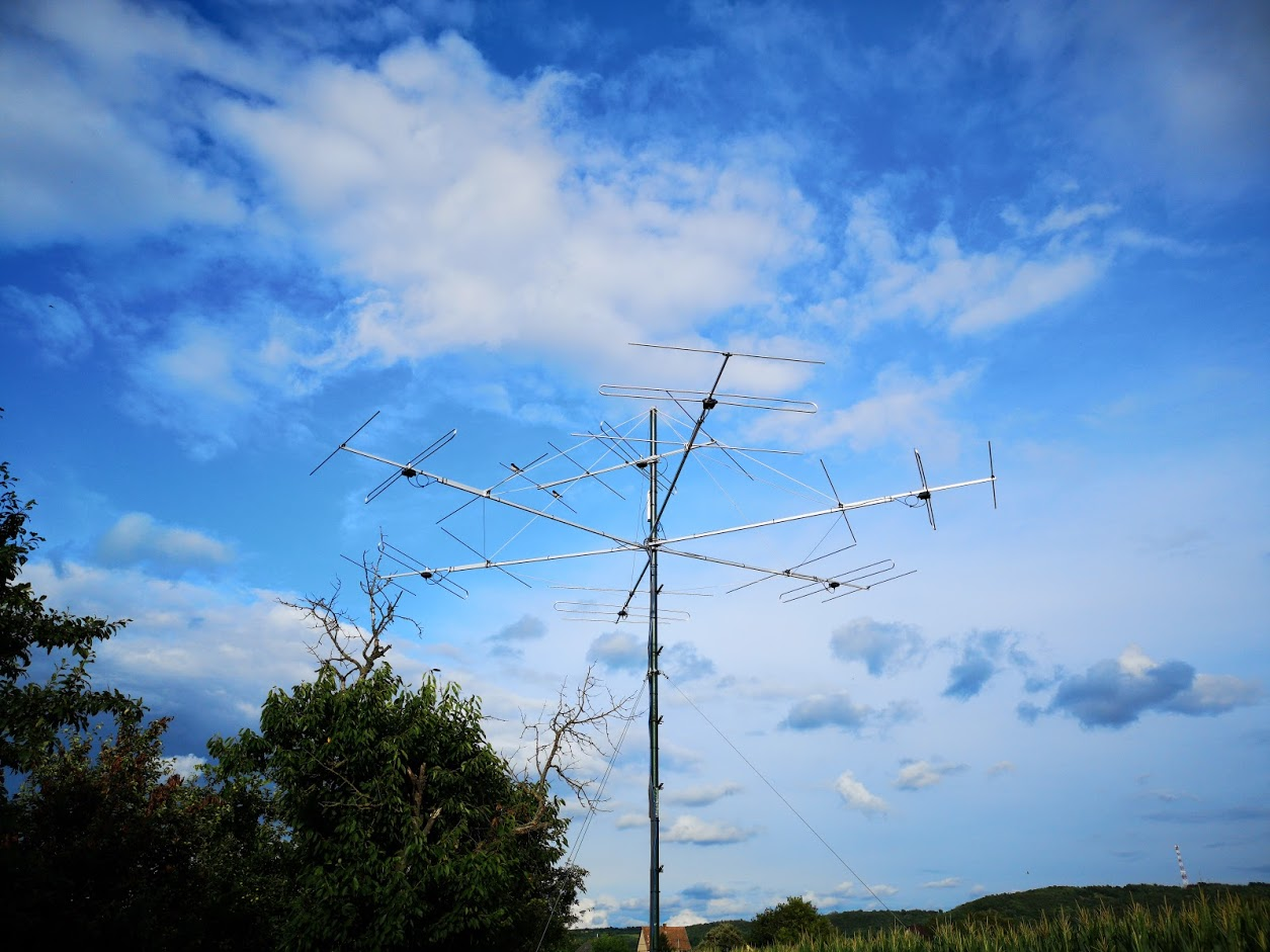 Fox station antenna system