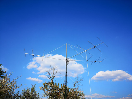 Surveillance antenna fixing