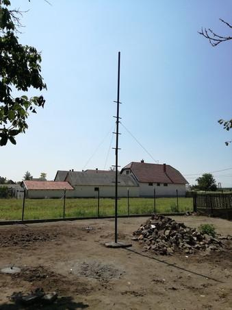 Fully fixed antenna mast