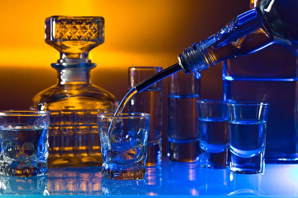 blueandorangelightedglasses-pouring.jpg