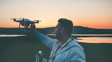 Uma possibilidade de registrar o mundo por outra ótica: o uso de DRONES para filmagem e fotografia.