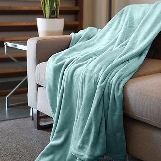 Kingole-Blankets-Celadon-Detail-6.jpg
