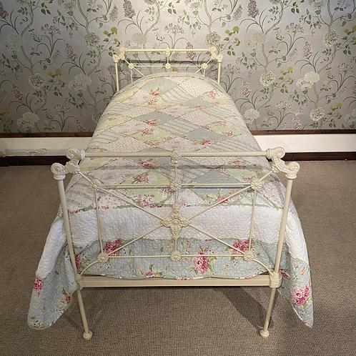 Single - Victorian Cream Bed - OM096