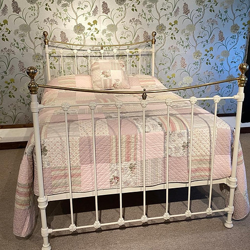 White Vintage Brass & Iron Double Bed - OM112