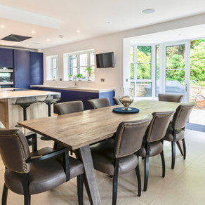 Modern handleless kitchen - Fernhurst, Surrey