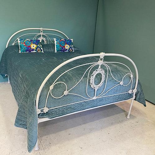 Kingsize - Delicate Iron Antique Bed - OM142