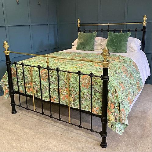 Kingsize - Antique Brass & Iron Bed - OM148