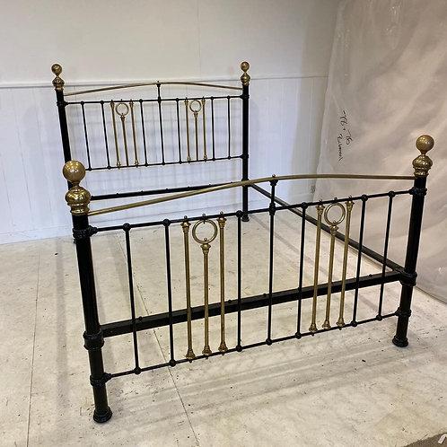 Kingsize - Chunky Antique Bed - OM131