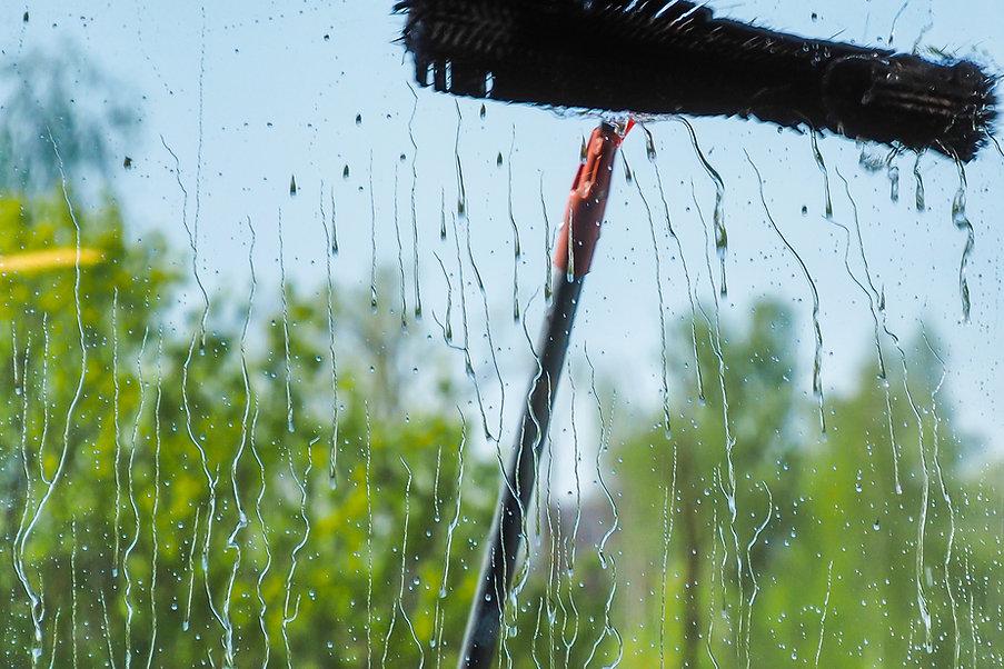 Window cleaning using telescopic water b