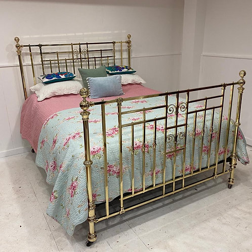 English Victorian 5'6 Brass Bed - OM110