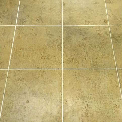 "Engineered Concrete Floor ""Warm Chalet"""