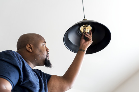 Chaning a light bulb