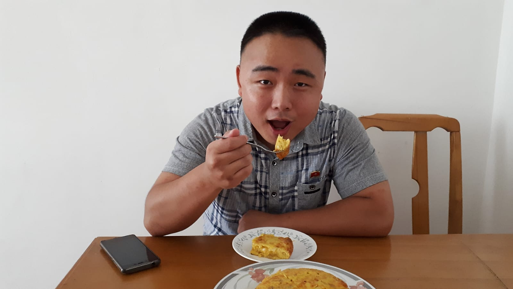 """En palabras de Aitor """"Oficialmente la primera Tortilla de patatas hecha en Pyongyang"""""""