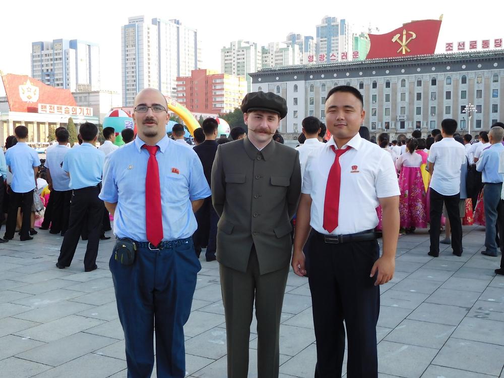 En la plaza Kim Il-Sung.