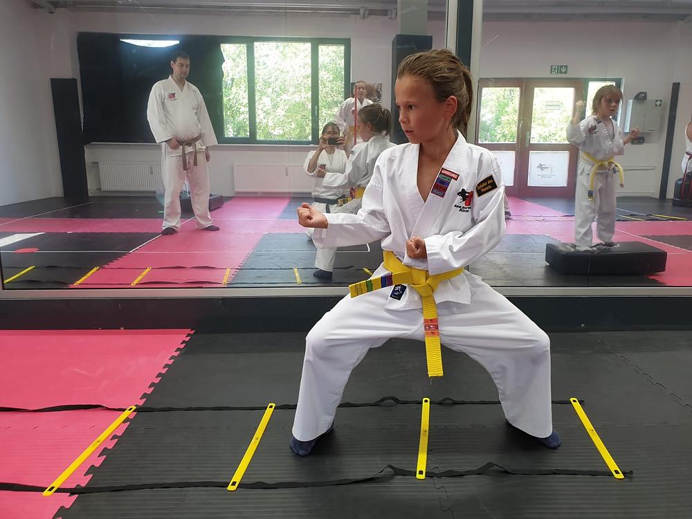 Fest verwurzelt im Leben stehen: Kein Problem für Karatekas.