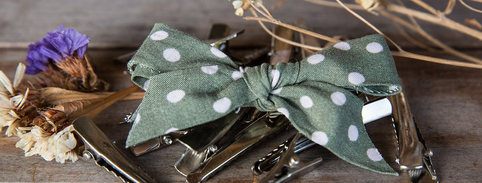DOTTY bow hair clip