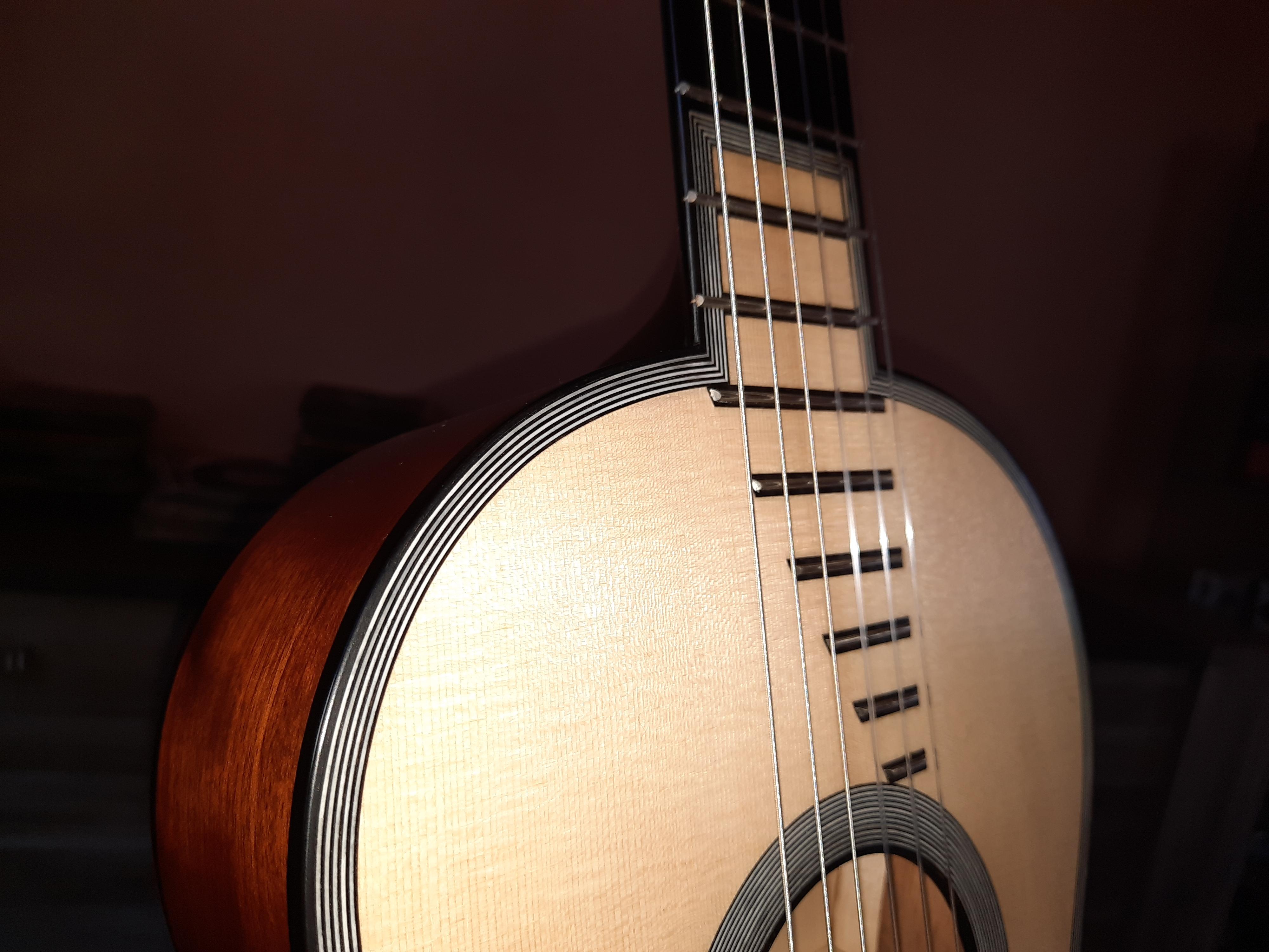 Amélie Bouvret luthier Chalon sur Saône- guitare romantique R. Lacôte