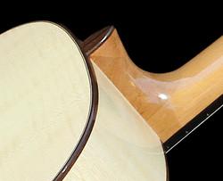 Amélie Bouvret luthier