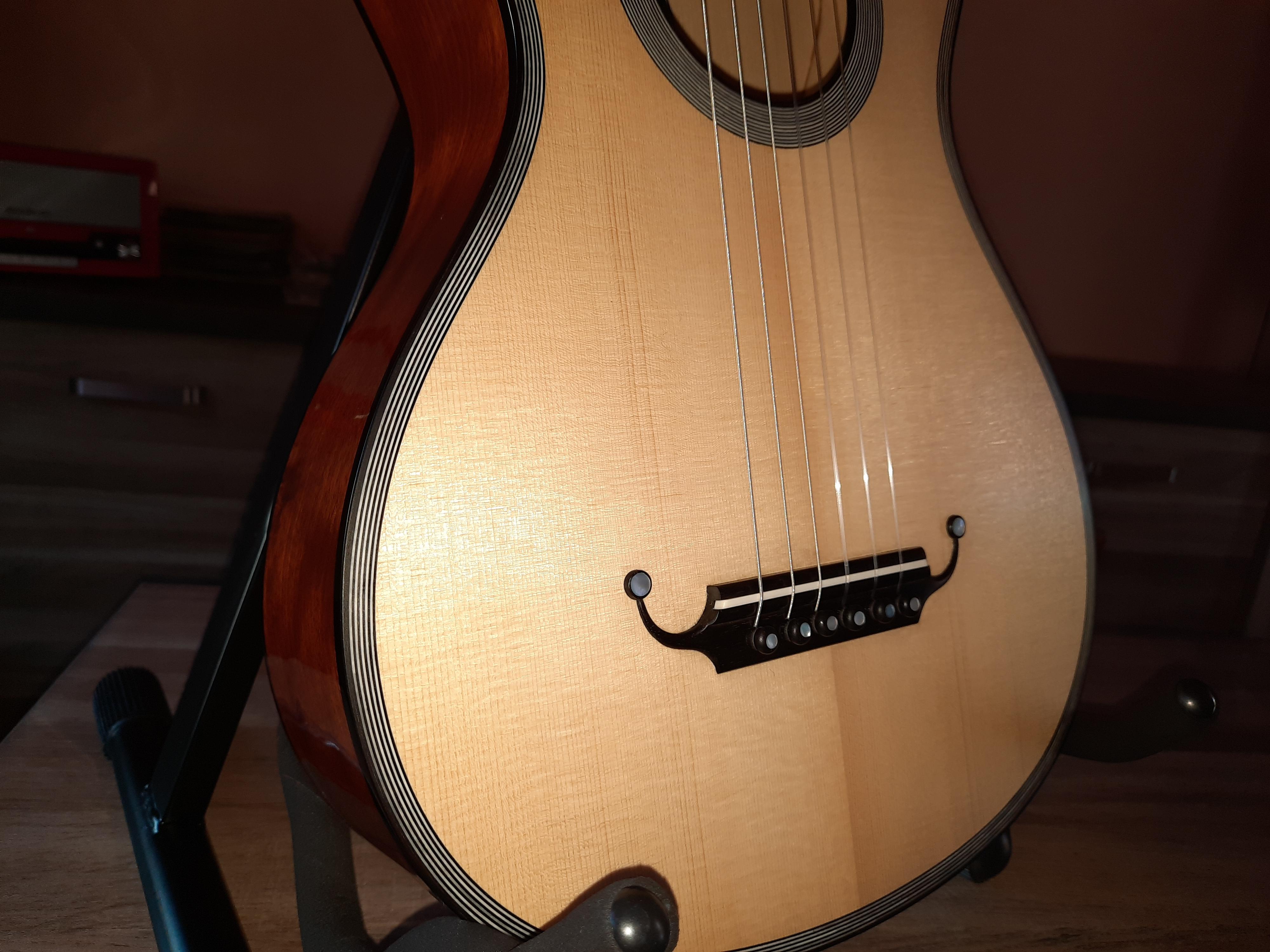 Amélie Bouvret luthier- guitare romantique R. Lacôte - chevalet
