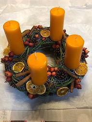 Bougies orange,canelles, tranches d'orange, petites pommes et pives