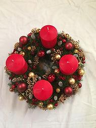 poivres doré,bougies ,boules or et rouges,décorations de Noël