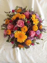 gerbera,lysanthus,rose,zinnia et statice.