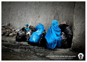 Burka Müllsack. Unterdrückung übersehen.