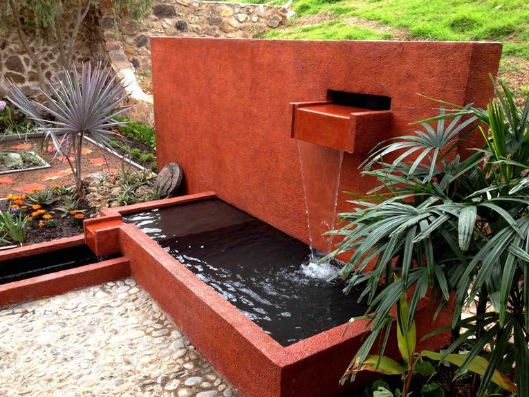 Caballo Campana Fountain Waterfall Integrated into Landscape Design