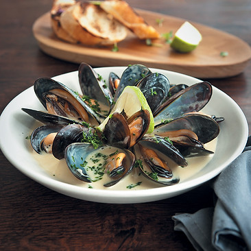 Mussels-with-creamy-white-wine-sauce.jpg