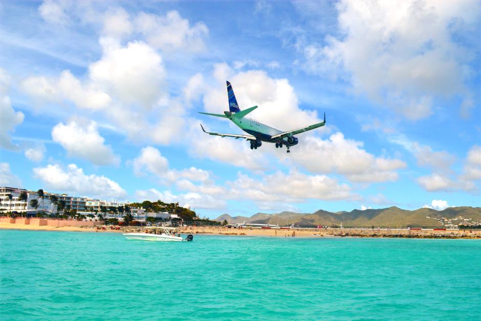 Plane landing in Maho Beach