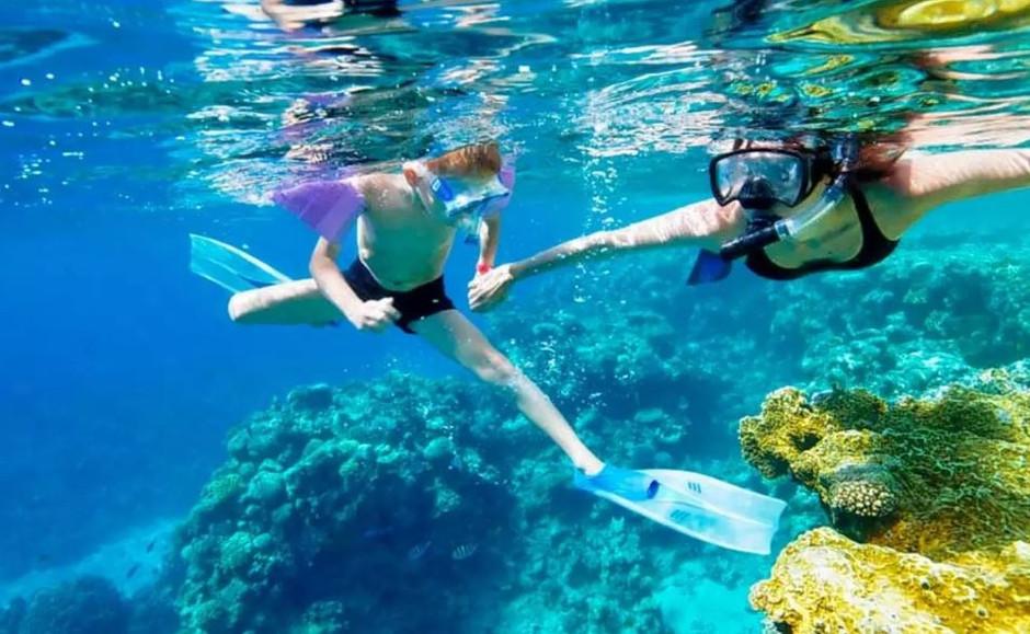 Snorkeling in St Maarten