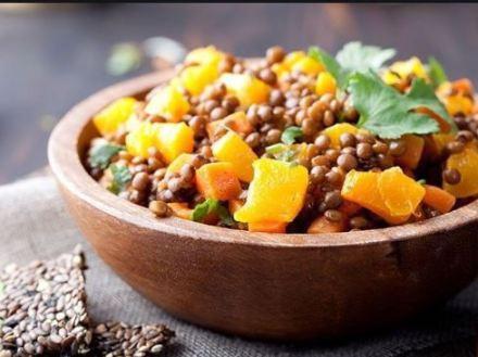salada nutritiva de lentilha com damasco