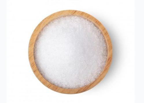 fundo branco com pote em madeira om xylitol