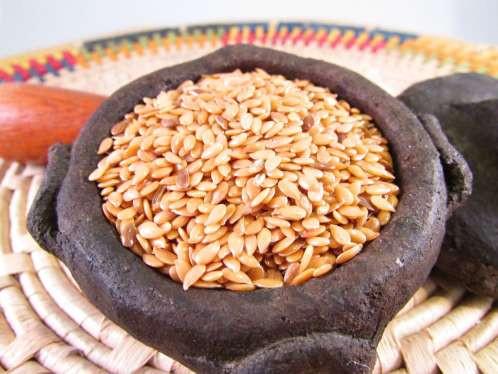 pote de fero com semente de linhaça dentro