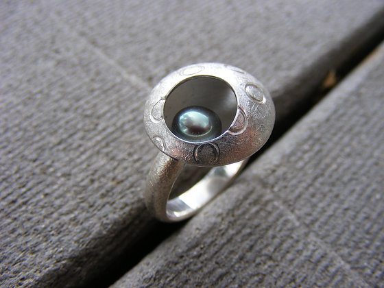Bubbles and Waves Ring